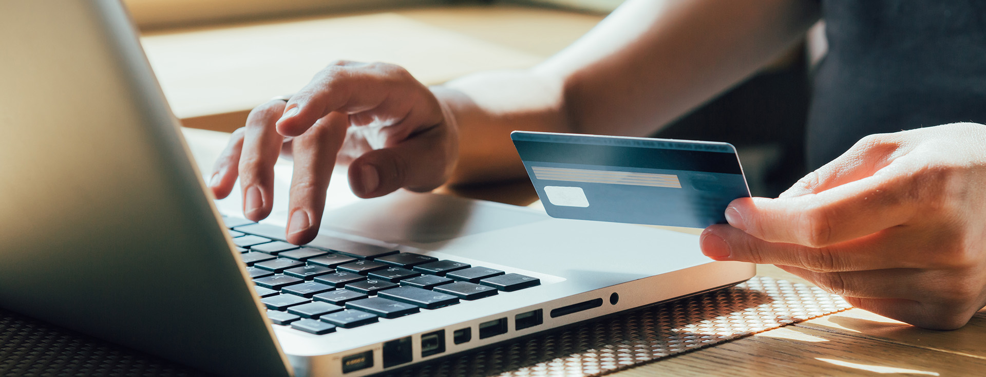 信用卡使用電腦輸入文字